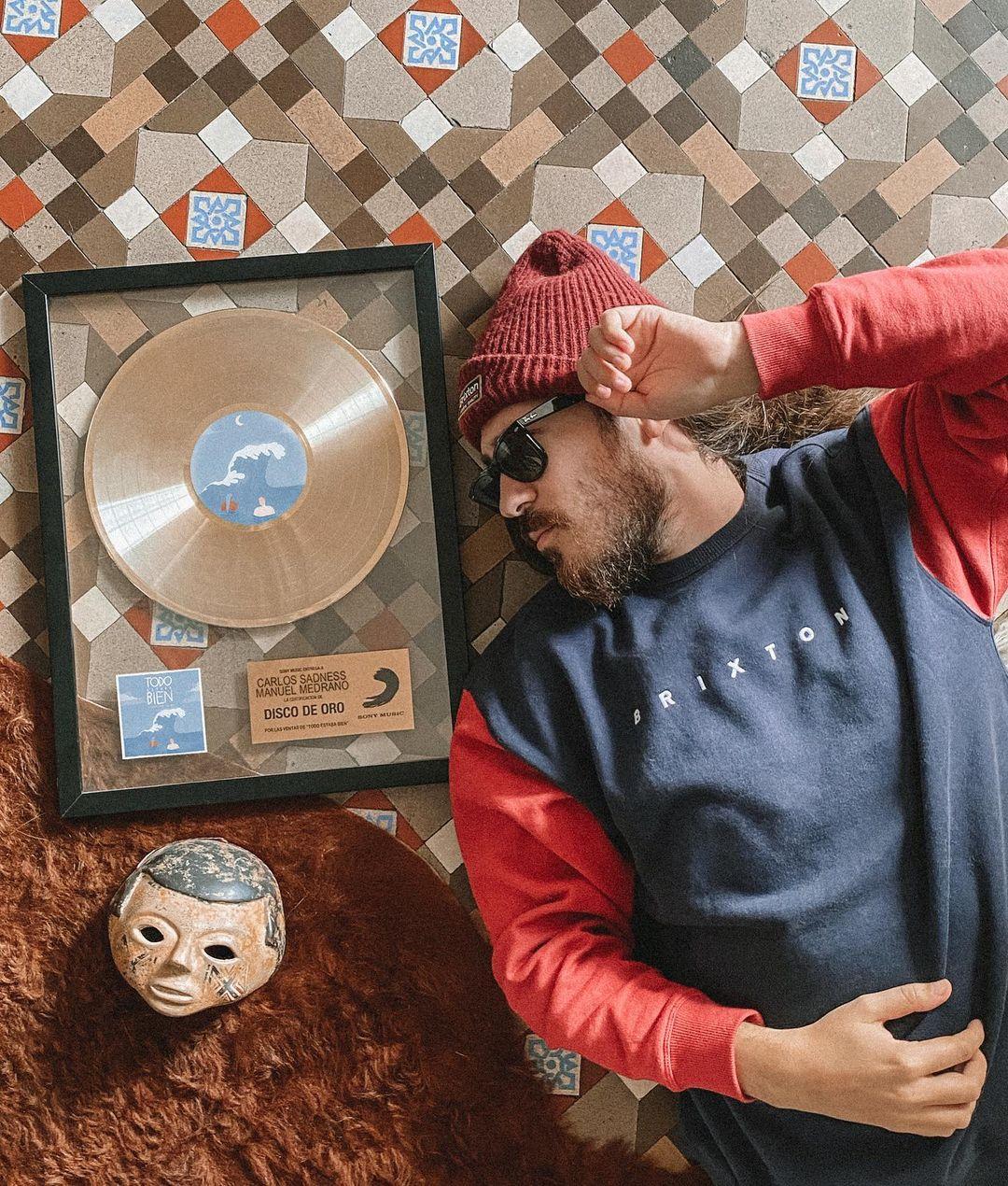 Carlos Sadness Disco de Oro